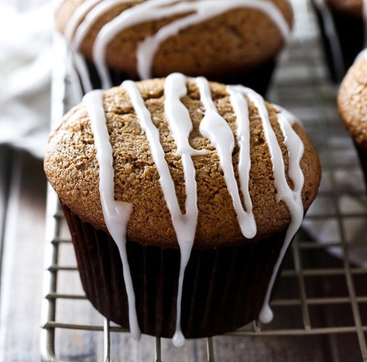 Gingerbread muffins with vanilla bean glaze